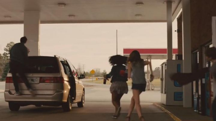 Shoes low black and white in the film Paper Towns - Movie Outfits and Products