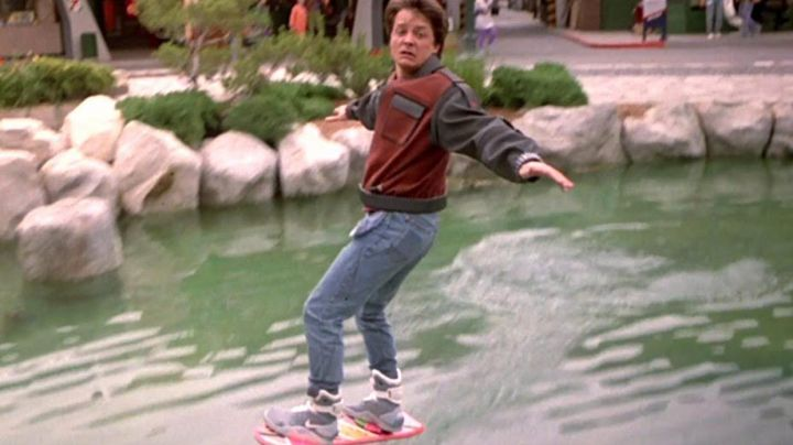 Shoes, self-lacing Marty Mc Fly (Michael J. Fox) in Back to the future II - Movie Outfits and Products
