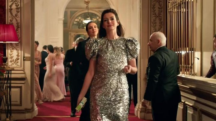 Silver dress worn by Josephine Chesterfield (Anne Hathaway) in The Hustle Movie