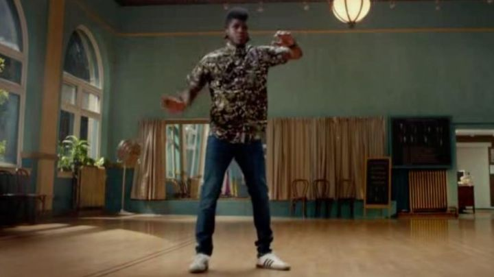 Fashion Trends 2021: Sneakers Adidas Gazelle White in Sexy Dance 5