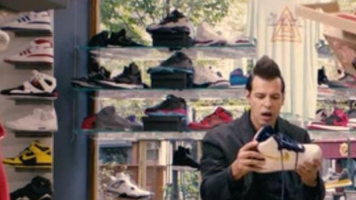 Sneakers Air Jordan 1 Black and Grey in 16 years or so - Movie Outfits and Products
