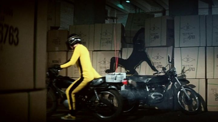 Sneakers Asics Onitsuka Tiger yellow of Hai Tien (Bruce Lee) game of death - Movie Outfits and Products