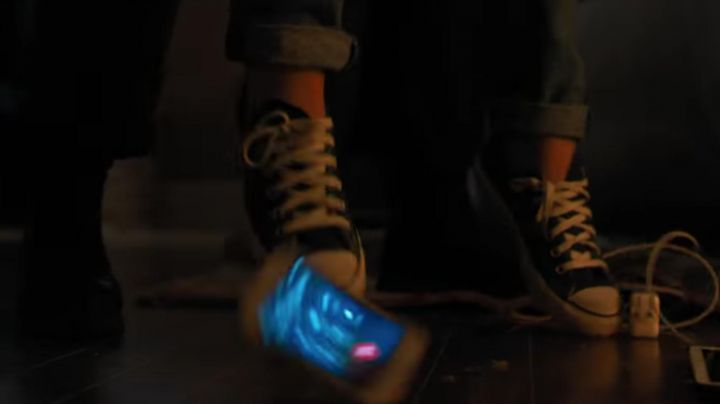 Sneakers Converse blue Jordan Kersey (Camila Morrone) in Death Wish - Movie Outfits and Products