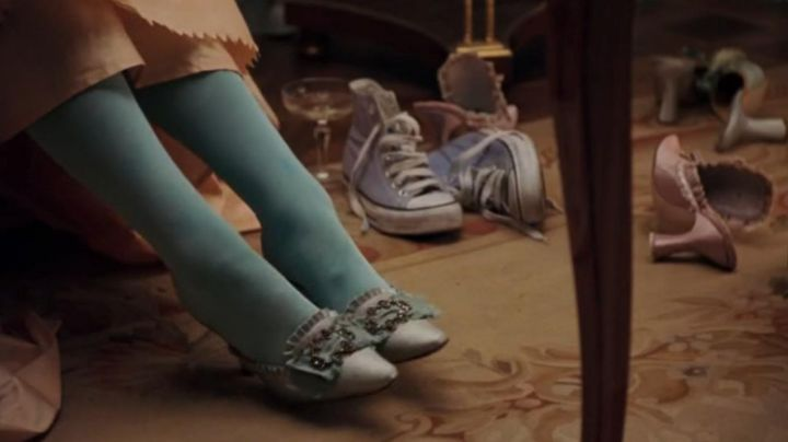 Sneakers Converse blue sky of Marie Antoinette (Kirsten Dunst) Marie Antoinette - Movie Outfits and Products