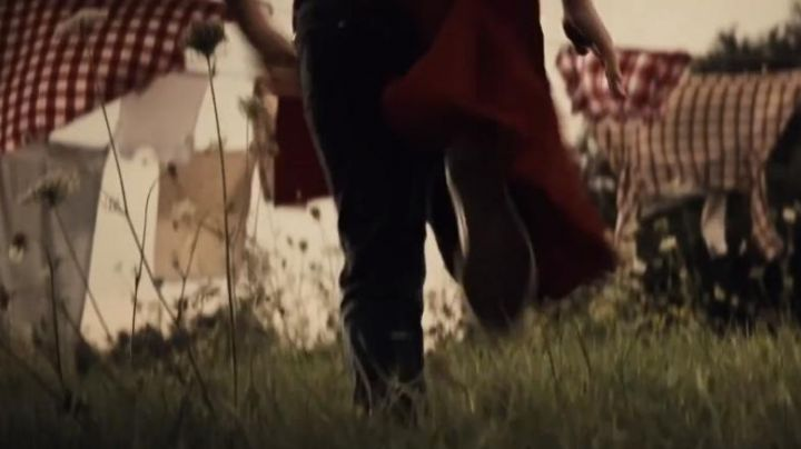 Sneakers Hi tops Clark Kent's child in Man Of Steel - Movie Outfits and Products