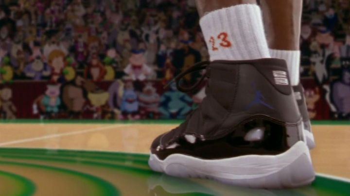 Sneakers Jordan in Space jam - Movie Outfits and Products