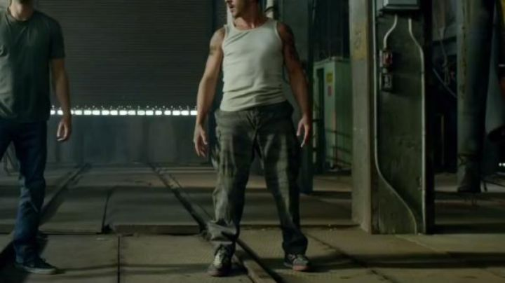 Fashion Trends 2021: Sneakers Nike Air Flight Falcon in Brick Mansions