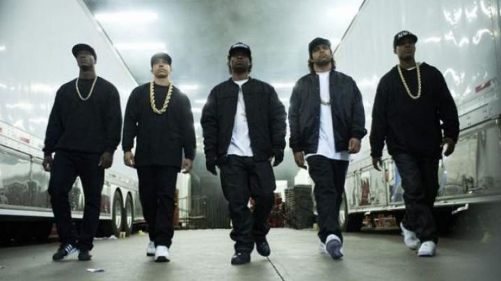 Fashion Trends 2021: Sneakers Nike Air Force 1 black in NWA Straight Outta Compton
