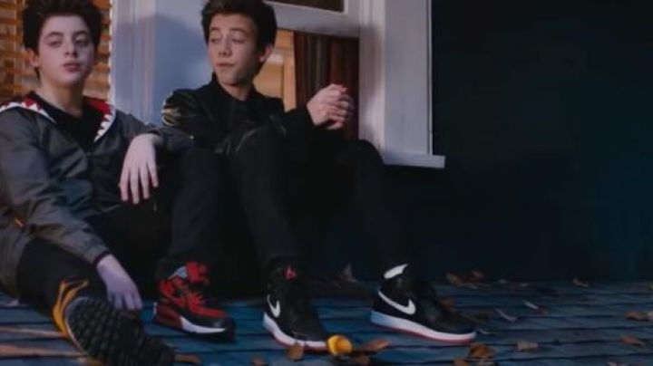 Fashion Trends 2021: Sneakers Nike Air Jordan 1 Black and Red in Middle School