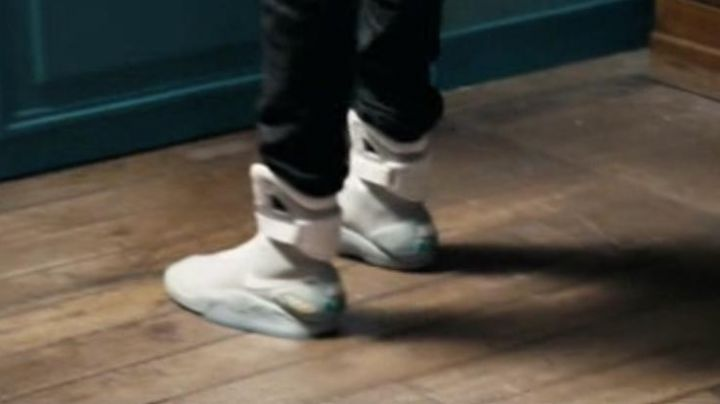 Fashion Trends 2021: Sneakers Nike Air Mag in Fastlife