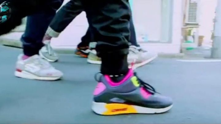 """Fashion Trends 2021: Sneakers Nike Air Max 90 Mid """"No Sew"""" in Sneakerheadz"""