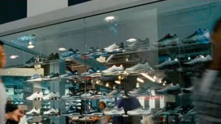 Sneakers Nike Air Max 95 White and Grey in Winning Ticket - Movie Outfits and Products