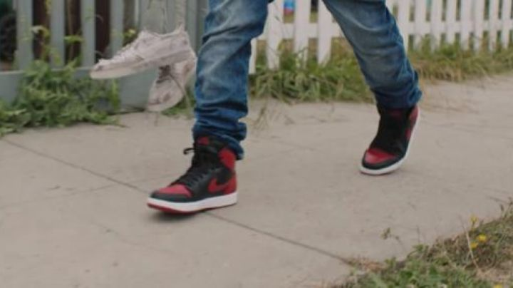 Fashion Trends 2021: Sneakers Nike Air black and red Kicks
