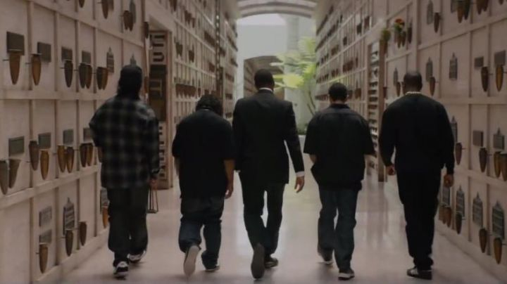 Fashion Trends 2021: Sneakers Nike black Ice Cube in the film Straight Outta Compton