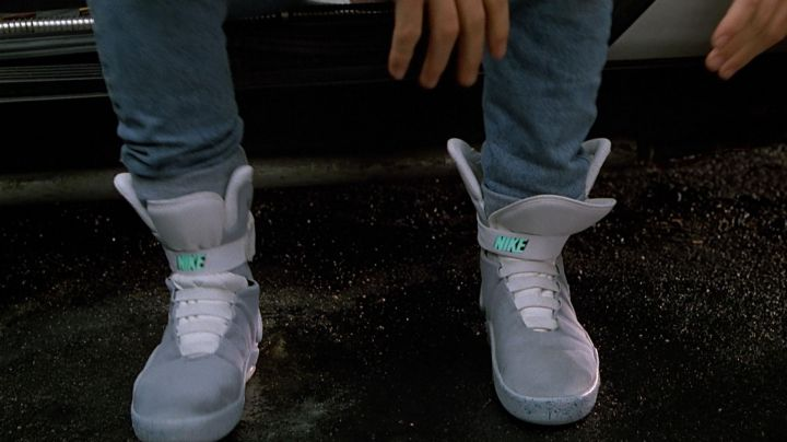 Sneakers Nike self-laçante of Marty McFly (Michael J. Fox) in Back to the Future 2 - Movie Outfits and Products