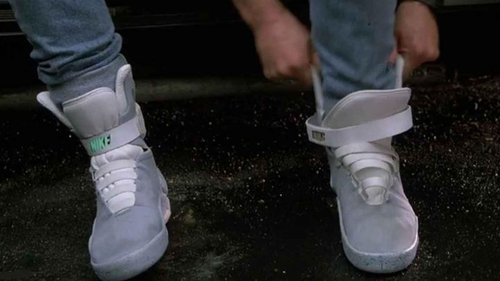 Sneakers Nike self-laçantes of Marty McFly (Michael J. Fox) in Back to the Future 2 movie