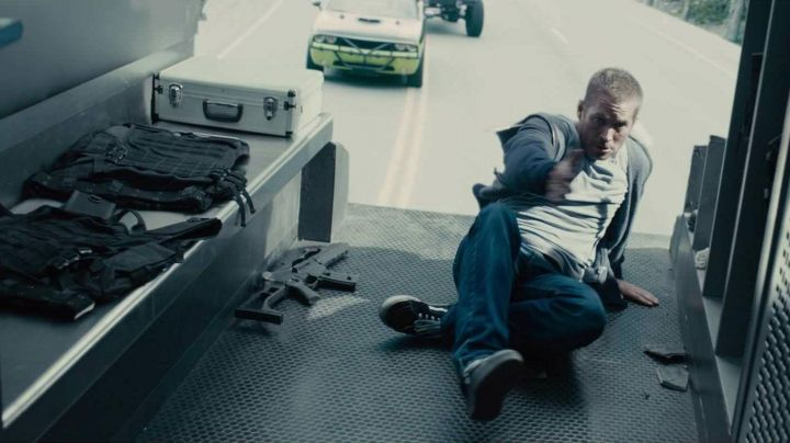 Sneakers Vans SK8 black Brian O'conner (Paul Walker) in Fast and Furious 7 - Movie Outfits and Products