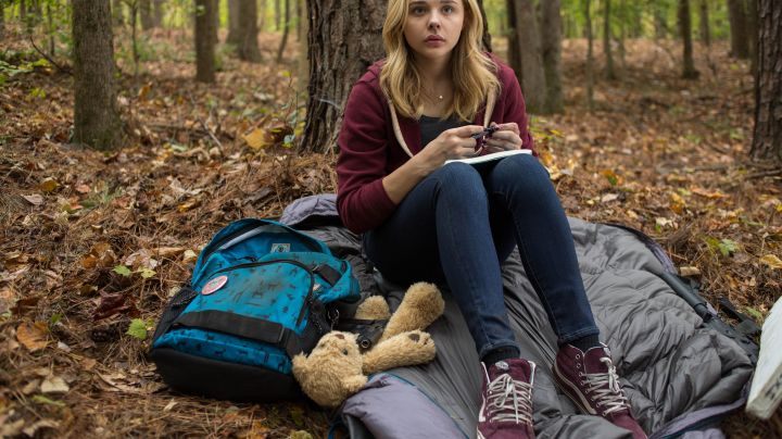 Sneakers Vans Sk8 bordeaux Cassie Sullivan (Chloe Grace Moretz) in The Fifth Wave - Movie Outfits and Products