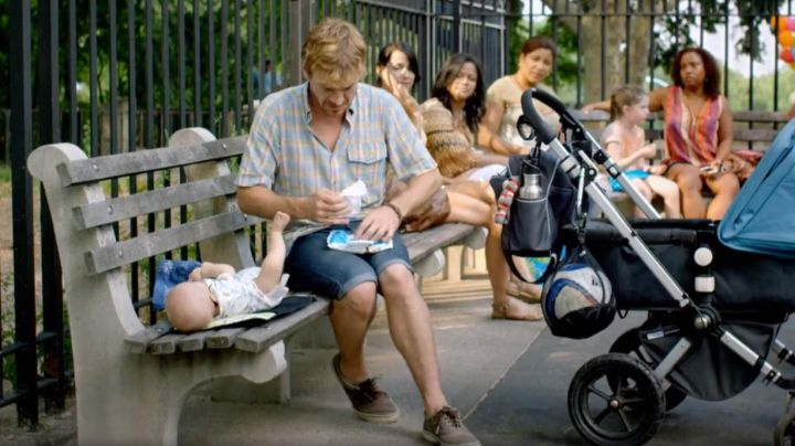 Sneakers Vans beige Nico (Guillermo Pfening) in Nobody's watching - Movie Outfits and Products