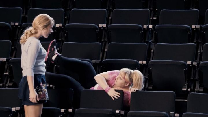 Sneakers black and pink Fat Amy (Rebel Wilson) in Pitch Perfect - Movie Outfits and Products