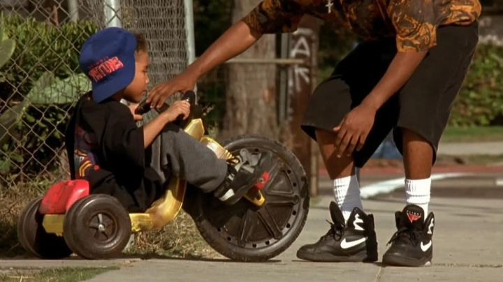 Sneakers black of Caine in Menace II Society - Movie Outfits and Products