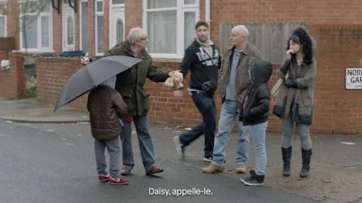 Sneakers bordeaux in Me, Daniel Blake - Movie Outfits and Products