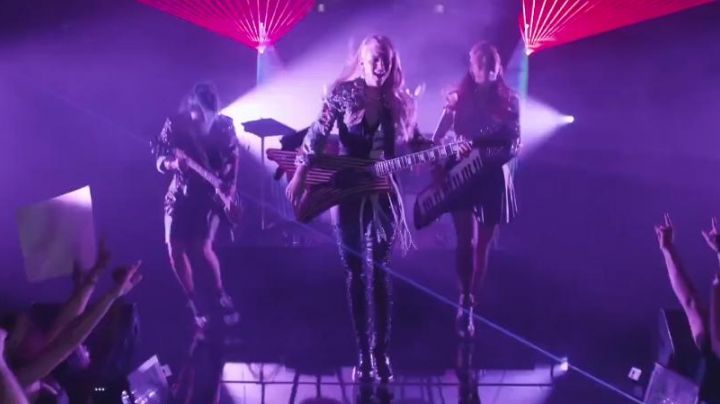 Sneakers high tops black Aja in Jem And The Holograms - Movie Outfits and Products