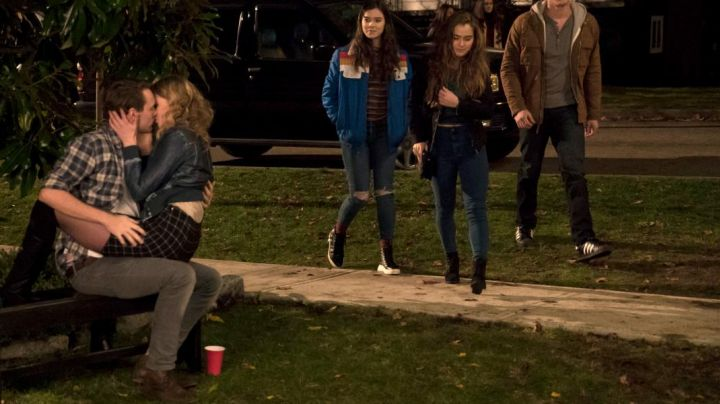 Sneakers high tops black Nadine Franklin (Hailee Steinfeld) in The Edge Of Seventeen - Movie Outfits and Products