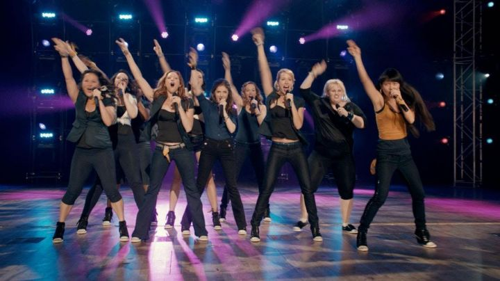 Sneakers high tops black and white in Pitch Perfect - Movie Outfits and Products