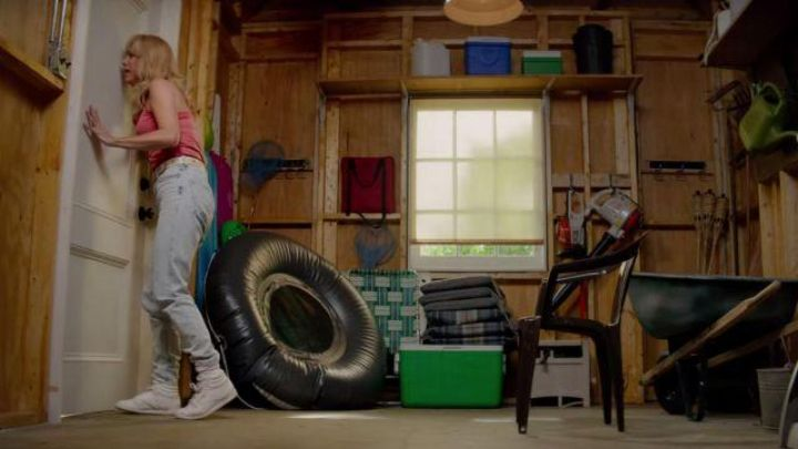 Sneakers high tops white, Reebok worn by Kelly (Kristen Wiig) in The brains - Movie Outfits and Products