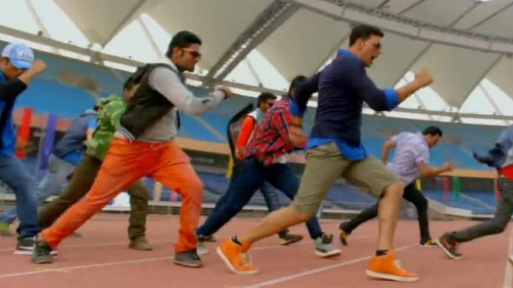 Sneakers orange and white in the film Holiday - Movie Outfits and Products