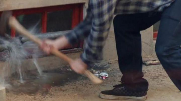 Sneakers to Vans checkerboard Mac Radner (Seth Rogen) in Our Worst Neighbors - Movie Outfits and Products