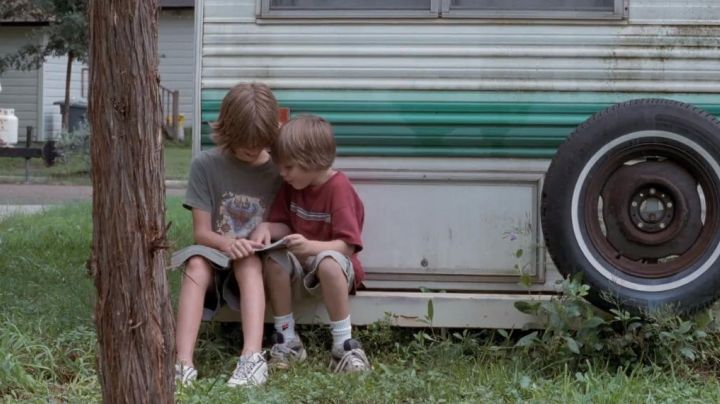 Sneakers white Tommy in Boyhood - Movie Outfits and Products