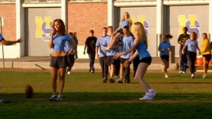 Fashion Trends 2021: Sneakers white type Nike in Mean Girls