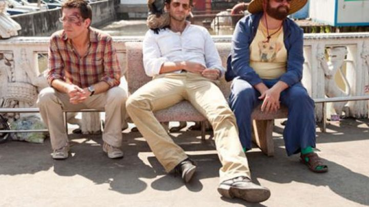 Sneakers yellow low in Very bad Trip 2 - Movie Outfits and Products