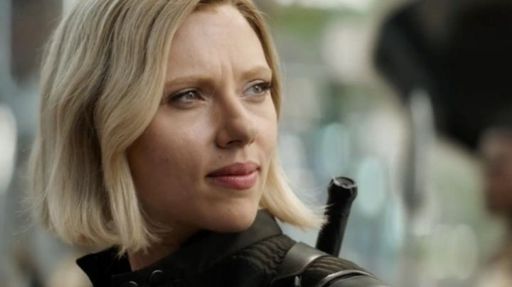 Sticks of Black Widow (Scarlett Johansson) in Avengers : Infinity War - Movie Outfits and Products