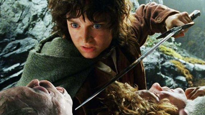 Sting sword of Frodo Baggins (Elijah Wood) as seen in the Lord of the Rings: The Two Towers - Movie Outfits and Products