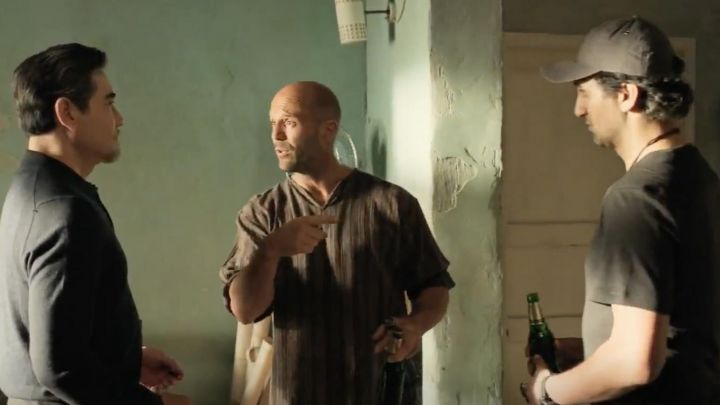 Striped shirt worn by Jonas Taylor (Jason Statham) in the Thailand scene in The Meg - Movie Outfits and Products