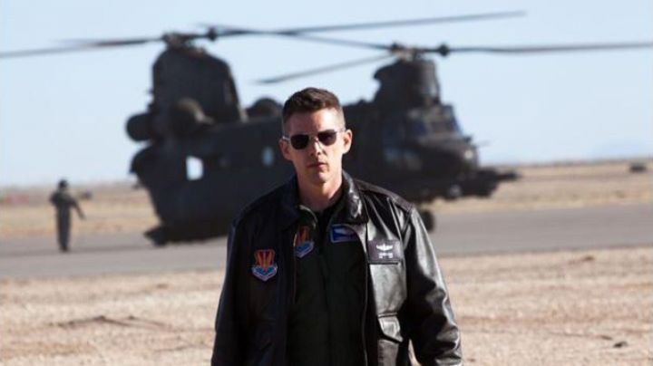 """Sunglasses AO Eyewear of major Thomas Egan (Ethan Hawke) in """" Good Kill - Movie Outfits and Products"""