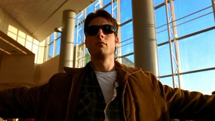 Sunglasses Arnette Raven Jerry Maguire (Tom Cruise) in Jerry Maguire - Movie Outfits and Products