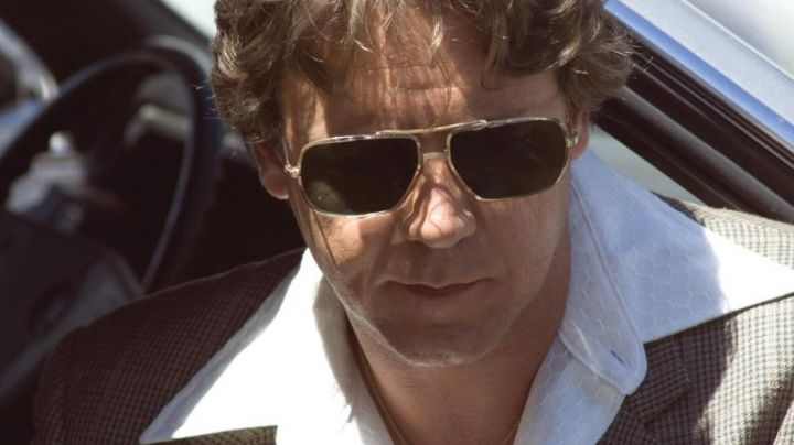 Sunglasses Aviator of the inspector Richie Roberts (Russell Crowe) in American Gangster - Movie Outfits and Products