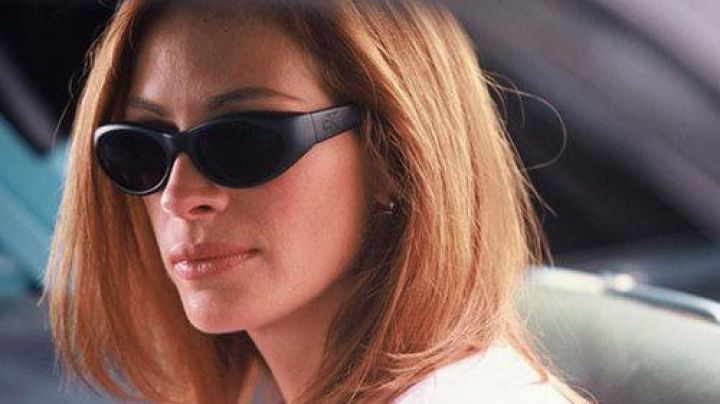 Sunglasses CK Calvin Klein to Tess Ocean (Julia Roberts) in Ocean's Eleven - Movie Outfits and Products