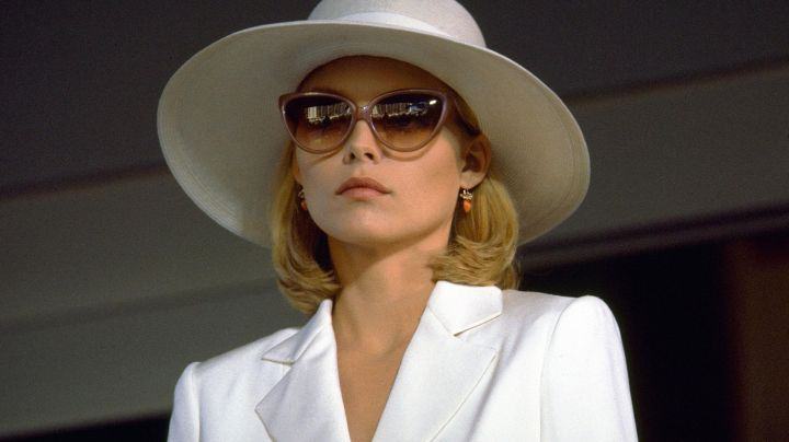 Sunglasses Cat Eye of Elvira Hancock (Michelle Pfeiffer) in Scarface - Movie Outfits and Products