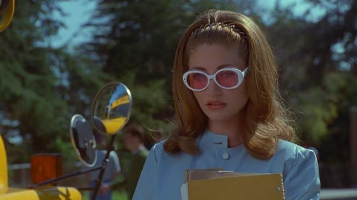 Sunglasses, Julie Freeman (Rebecca Gayheart) in Jawbreaker - Movie Outfits and Products