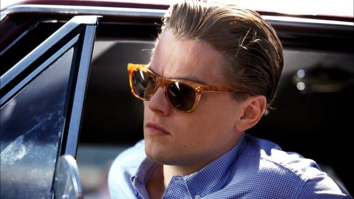 Sunglasses Moscot Hyman girlfriend of Frank Abagnale Jr. (Leonardo DiCaprio) in Stop me if you can - Movie Outfits and Products