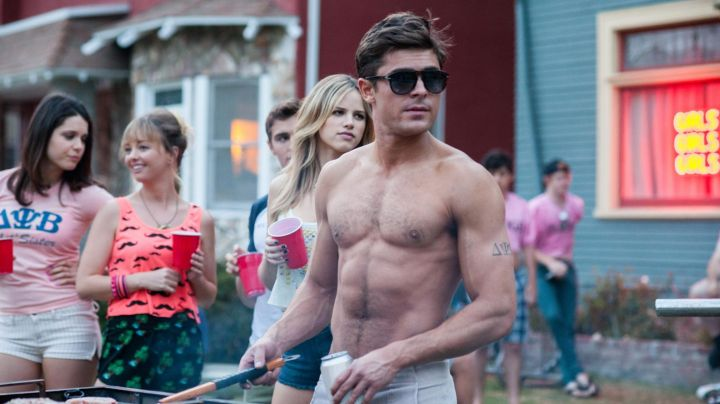 Sunglasses Persol by Teddy Sanders (Zac Efron) in Our worst neighbors movie