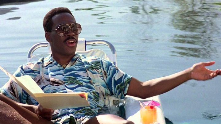 Sunglasses Porsche 5621 of Axel Foley (Eddie Murphy) in The flic Beverly Hills II - Movie Outfits and Products