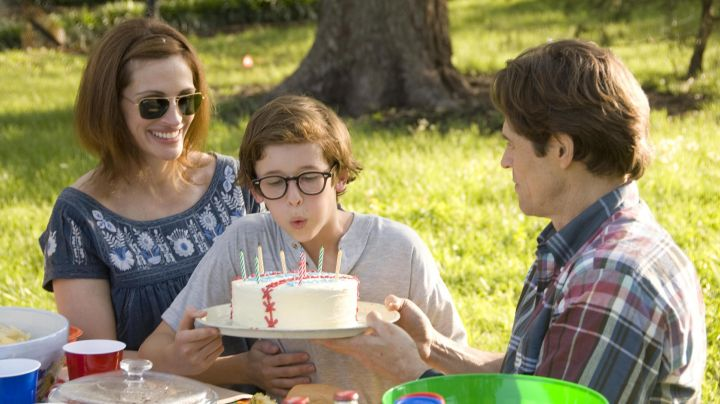 Sunglasses Ray-Ban Caravan Lisa Taylor (Julia Roberts) in Fireflies in the Garden - Movie Outfits and Products