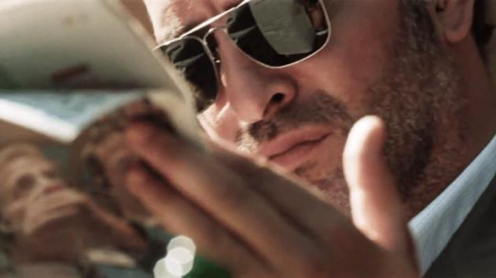 Fashion Trends 2021: Sunglasses Ray-Ban Caravan of Moses / Gregory Lubov (Jean Dujardin) in Möbius