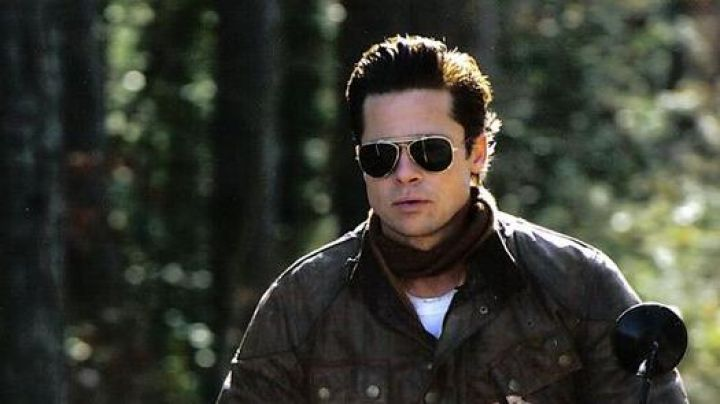 Sunglasses Ray-Ban Outdoorsman case of Benjamin Button (Brad Pitt) in The curious case of Benjamin Button - Movie Outfits and Products